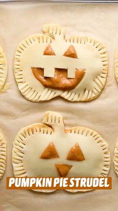 Pumpkin Deserts, Mini Pumpkin Pies, Pumpkin Recipes, Fun Baking Recipes, Pie Recipes, Dessert Recipes, Cooking Recipes, Thanksgiving Recipes, Fall Recipes