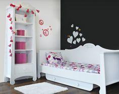 Romantyczny pokój nastolatki Zobacz cały artykuł na naszej stronie: http://fashionmedia.pl/2015/02/16/romantyczny-pokoj-nastolatki/ Kategorie: #Design, #Meble Tagi: #Girlandy, #Kwiaty, #Nastolatka, #Romantyczność, #Serce, #Wstążki