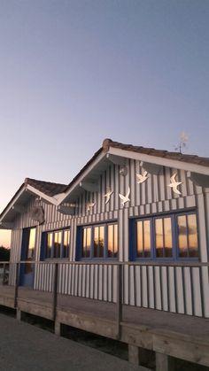 Cabane bleue à Audenge , lieu d'exposition artistique .33