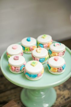 Jump a rainbow and you will find, this daring Lucky Charms St. Cereal Recipes, Dessert Recipes, Desserts, Yummy Treats, Sweet Treats, Yummy Food, Macaroon Cookies, French Macaroons, Macaron Recipe