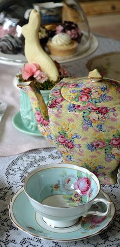 Chintz Teapot -Wellbeck Pattern