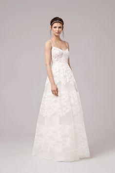 f5c9cd2e3 Love the way the lace stripes give a tiered illusion. So pretty for a summer  wedding. Llitastar · Vestidos de Novias