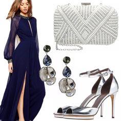 Look prezioso per una serata elegante o una cerimonia composto da abito lungo blu notte con maniche lunghe e decori sul collo e polsi. Gli accessori argento completano l'outfit donando luce ed eleganza.