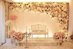 Romántica y delicada cortina con decoración de flores