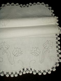 1940 Vintage White Tulip Hemstitch Crochet Table or Dresser Runner