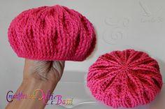 Baschi stricken anleitung kostenlos mütze BASCO per mamma e bimba by Lorella ૐ Baby Booties Knitting Pattern, Baby Knitting, Knitting Patterns, Crochet Patterns, Crochet Kids Hats, Crochet Baby, Knitted Hats, Knit Crochet, Tunisian Crochet