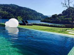 Bom Dia Douro ☀️ #riodouro #nature_portugal #relaxtime #naturalbeauty #pool #designhotel #dourovalley #wonderfulview #weekendtrip #ilovedouro #portugal_de_sonho #ilove_hotels #lugaresimperdiveis