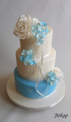 Wedding cake blue and white by Jitkap Pretty Cakes, Cute Cakes, Beautiful Cakes, Amazing Cakes, Cake Decorating For Beginners, Cake Decorating Tips, Cookie Decorating, Decadent Cakes, Big Cakes