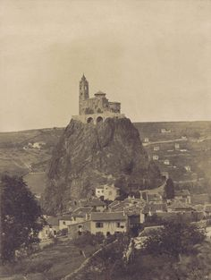 Église Saint-Michel d'Aiguilhe. Le Puy-en-Velay. 1851. Auteur : Gustave Le Gray (1820-1884)