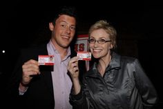 Jane Lynch remembers Glee co-star Cory Monteith on Tonight Show