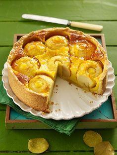 Wir holen den Sommer zurück und freuen uns auf einen saftigen Apfelkuchen - mit Schmand und und ganzen Äpfeln. Schneller und einfacher
