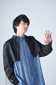 【インタビュー】「素直な心でいるほうがカッコいい」島崎信長×内田雄馬が壁を取り払った瞬間 - ライブドアニュース Denim Button Up, Button Up Shirts, Voice Actor, Actors, Actor