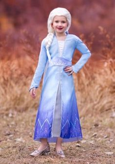 Kristen Bell voiced Anna in Frozen but her daughter wanted her to dress up as Elsa. Find the best Kristen Bell Frozen Elsa costumes for adults and kids Disney Costumes, Cool Costumes, Adult Costumes, Woman Costumes, Costume Ideas, Olaf Halloween Costume, Mouse Costume, Couple Halloween, Princess Tutu Dresses