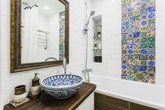 Накладная раковина на столешницу: 75+ воплощений эргономики и эстетики в ванной комнате http://happymodern.ru/rakovina-dlya-vanny-nakladnaya-na-stoleshnicu/ Расписная керамическая раковина хорошо подойдет для ванной комнаты в средиземноморском стиле