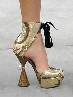 Fergie: Outrageous, High Fashion Shoes 2009! Unusually shaped heel & faux pearl embellishments