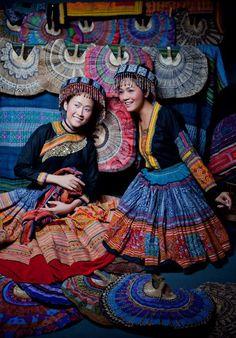 Miss Vietnam 2010, Nha Uyen, and actress, Thuy Nga, in Hmong clothes.