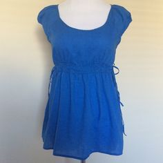 Old Navy blue top size S super cute in great condition Old Navy Tops Blouses