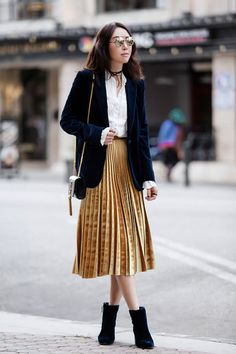 Pleated Skirt Outfit Ideas Pictures the best outfit ideas of the week velvet outfit midi Pleated Skirt Outfit Ideas. Here is Pleated Skirt Outfit Ideas Pictures for you. Pleated Skirt Outfit Ideas how to wear pleated skirts pretty designs. Velvet Pleated Skirt, Pleated Skirt Outfit, Metallic Pleated Skirt, Skirt Outfits, Pleated Skirts, Gold Skirt, Blazer Outfits, Edgy Outfits, Fashion Outfits
