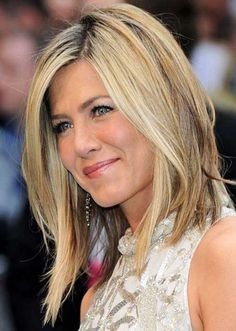 Jennifer Aniston Easy Asymmetric Short Hair Bob looks very gorgeous and very cool on her. Jennifer Aniston is very bold and very beautiful actress. She has very beautiful hair style and she is very found of hair styling. 2015 Hairstyles, Long Bob Hairstyles, Summer Hairstyles, Pretty Hairstyles, Bob Haircuts, Toddler Hairstyles, Layered Hairstyles, Girl Haircuts, Celebrity Hairstyles