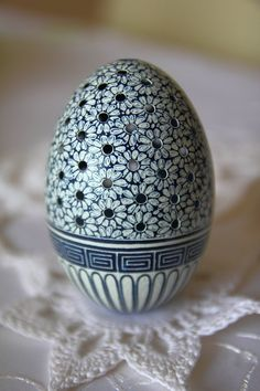 Święta wielkanocne 2013 Egg Crafts, Easter Crafts, Emu Bird, Flower Room Decor, Egg Shell Art, Carved Eggs, Easter Egg Designs, Ukrainian Easter Eggs, Easter Egg Dye