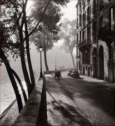 Le quai d'Anjou un matin d'automne 1958. Une photo de © Albert Monier (1915-1998)  (Paris 4ème)
