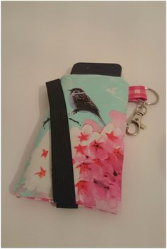 #Telefoonhoes #vogel #ByJuud #phone #cover #sleeve #cellphone #handmade #oilcloth #tafelzeil #toile ciree #bird