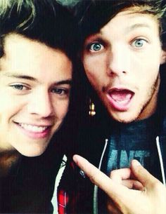 Okay so I know that a lot of people unfollow me because I ship Larry but you know what those unfollowers didnt know? I ship Elounor to. But it shouldnt matter who you ship or whos your favorite because we are all family and I love every single one of you like brothers and sisters #Directionersarefamily ~Brenna