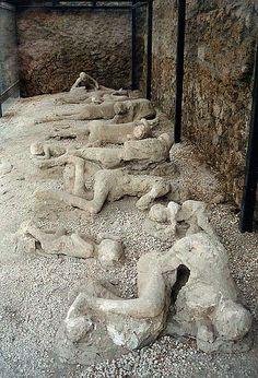 Afgietsels van mensen in Pompeii die de ramp met de Vesuvius niet hebben overleefd.