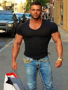 Little Bit, Street Outfit, Street Clothes, Big Muscles, Male Magazine, Hairy Men, Good Looking Men, Sexy Men, Hot Men