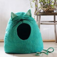 Cat bed/Cat cave/Cat house/Felted cat cave Sleepy by VaivaIndre