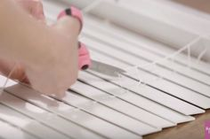 DIY Roman shades from wood blinds Video tutorial Mini Blinds, Blinds For Windows, Window Blinds, Home Decor Sites, Diy Home Decor, Window Coverings, Window Treatments, White Faux Wood Blinds, Diy Roman Shades