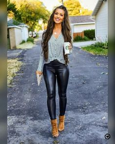 New Dress Blue Casual Outfit Shoes Ideas Hot Outfits, Casual Outfits, Fashion Outfits, Womens Fashion, Wet Look Leggings, Shiny Leggings, Looks Pinterest, Pants For Women, Clothes For Women