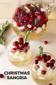 Christmas Sangria Christmas Sangria is the perfect drink filled with all the holiday flavors you know and love! Make and serve this festive cocktail during the holiday season. – Cocktails and Pretty Drinks Christmas Party Food, Christmas Treats, Christmas Baking, Holiday Parties, Christmas Christmas, Holiday Dinner, Classy Christmas, Christmas Breakfast, Christmas Cocktail Party Appetizers
