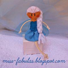 Doll brooch #Elsa (#Frozen) handmade in felt. Broche muñeca Elsa (Frozen) hecho a mano en fieltro.