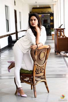 Mahima Nambiar Photos [HD]: Latest Images, Pictures, Stills of Mahima Nambiar - FilmiBeat South Indian Actress Photo, Indian Actress Pics, Tamil Actress Photos, Indian Actresses, Beautiful Girl Indian, Most Beautiful Indian Actress, Zero Size, Indian Models, Indian Beauty Saree