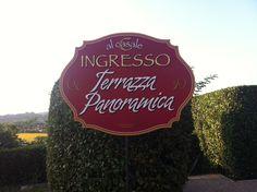 """Il cartello che indica l'ingresso per la Terrazza Panoramica de """"Al Casale""""."""