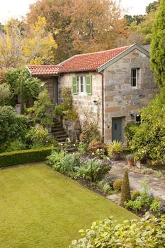 38 trendy exterior stone house curb appeal dream homes Style Cottage, Old Cottage, French Country Cottage, French Farmhouse, Cottage Homes, Beautiful Homes, Beautiful Places, Deco Champetre, Cabins And Cottages