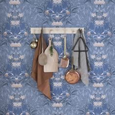 Wallpaper Siri Blue from collection Flora Sandbergica by Sandberg Wallpaper Kitchen Wallpaper, Wallpaper Size, Wall Wallpaper, Pattern Wallpaper, Sandberg Wallpaper, Wallpaper Ideas, Swedish Design, Beige, Mesas