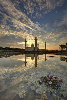 Bukit Jelutong mosque (Malaysia) by Tuah Roslan