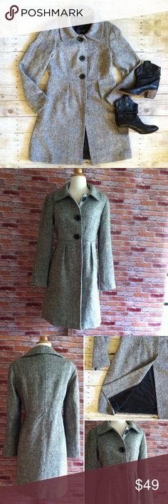 "Gap black & cream tweed winter coat Long winter coat with a rounds collar and large black buttons. Perfect to layer over a dress or with boots and skinnies for the coming cold months. Fully lined. In excellent condition. 37""L. 19"" bust laying flat. Size medium. GAP Jackets & Coats"