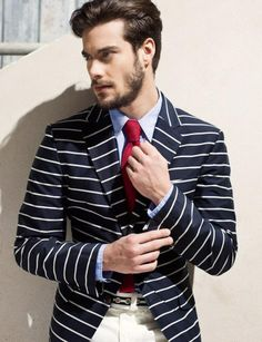 Horizontal stripes in white and navy. A nautical nod to the summertime. A casual jersey material is lighted than a traditional wool blazer. Blazer Bleu, Stripe Blazer, Short Rouge, Style Nautique, Estilo Navy, Look Fashion, Mens Fashion, Looks Style, My Style