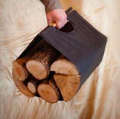 Oryginalne, proste i tanie nosidło na drewno, zapobiega sypaniu się prochów i odpadów na dywan i nasz sweter. Zajmuje bardzo mało miejsca. Zrobione z tkaniny i dwóch drewnianych kołeczków, zgrabne i poręczne.