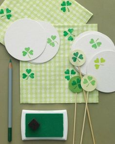 St. Patrick's Day Shamrock Party Accessories, St. Patrick's Day crafts, St. Patrick's Day decor ideas #st #patricks #Jewelry  #craft #decor #ideas www.loveitsomuch.com
