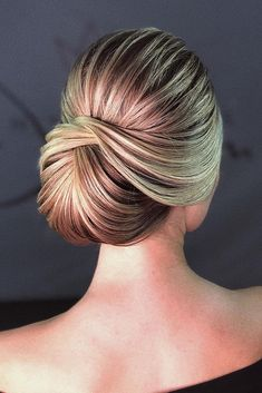 wedding updo 30 Chic Looks With Elegant Wedding Hairstyles Elegant Hairstyles, Bride Hairstyles, Down Hairstyles, Bridal Hair Vine, Hair Comb Wedding, Wedding Nails, Wedding Updo, Bridesmaid Hair Updo, Elegant Wedding Hair