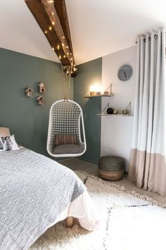 Teen Bedroom Ideas - Some unique teen bedroom ideas that add fun to a room include: A creative swing or hanging chair. A hanging bed. A wall mounted fish tank. A round bed. A chalkboard wall where they can express themselves (note: chalkboard paint is ava Unique Teen Bedrooms, Teenage Bedrooms, Trendy Bedroom, Home Bedroom, Bedroom Decor, Bedroom Furniture, Swing In Bedroom, Room Color Ideas Bedroom, Bedroom Mint