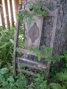 Have a broken chair in your garage or an iron bed headboard.use them as an unusual trellis in your garden. You can find either of them sometimes at a garage sale, resale shop, or antique shop. Fresco, Garden Shed Diy, Tree Garden, Garden Junk, Garden Projects, Garden Ideas, Outdoor Projects, Outdoor Crafts, Outdoor Decorations