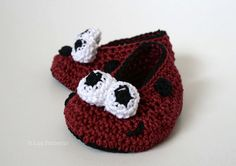 Crochet Patterns, Baby ladybug booties crochet pattern, crochet baby shoes pattern, crochet slipper pattern #crochetslippers #crochet