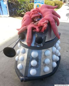 """This baby's """"Doctor Who"""" stroller is every sci-fi fan's dream!"""
