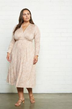 Have you been looking for the best deals on Rachel Pally White Label? Then you need to shop the Rachel Pally Warehouse Sale, with the perfect lounge wear finds up to 70% off!     The Plus Size Pieces You'll Want from the Rachel Pally Warehouse Sale!    #plussizefashion #plussize Plus Size Summer Fashion, Plus Size Fashion Tips, Spring Fashion, Plus Size Maxi Dresses, Plus Size Outfits, Dresses With Sleeves, Dresser, Girls Showing Off, Rachel Pally