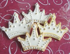Princess Crown - Tiara Cookie Favors - Decorated - Crown - Tiara Cookie Favors - Prince Crown Cookie Favors - 1 Dozen Wow, these cookie crowns look too pretty to eat :) Iced Cookies, Royal Icing Cookies, Cookies Et Biscuits, Cupcake Cookies, Sugar Cookies, Cupcakes, Iced Biscuits, Princess Birthday, Princess Party